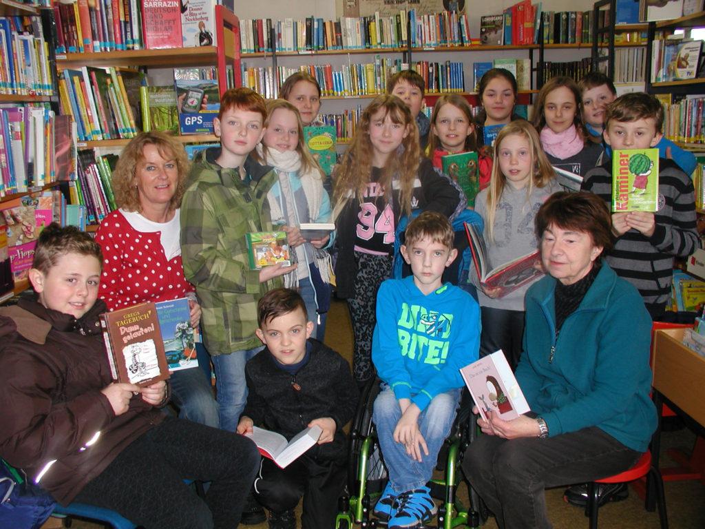 Schulstunde im Bücherstadl